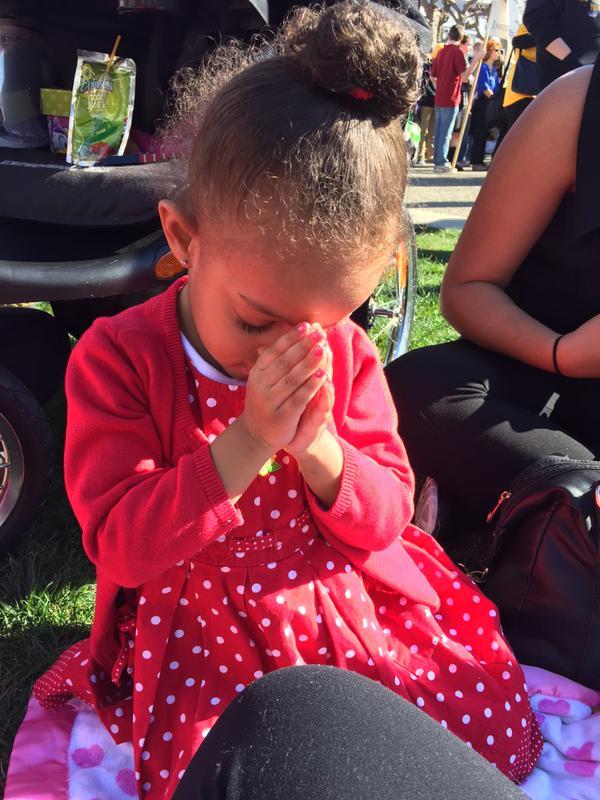twitchy_little_girl_prays